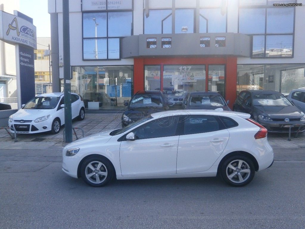 volvo v40 1 6 diesel start stop 39 2012 15300 0 eur. Black Bedroom Furniture Sets. Home Design Ideas